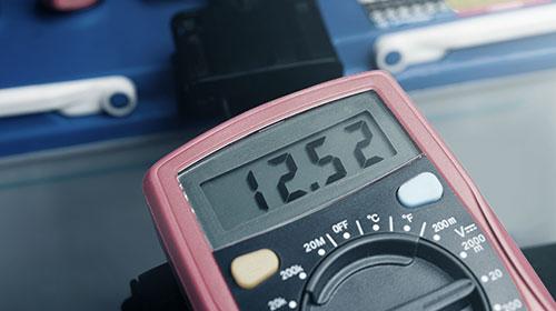 한국아트라스비엑스, Hankook AtlasBX – 배터리 관리방법, 차량방전 확인, 알터네이터 B단자와 스타트 모터 B단자를 분리한 상태에서 상기 테스트 진행